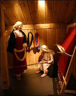 Rekonstruksjon av vikinggarden på Ytre Moa på Bergen Museum. Arkivfoto Arild Nybø NRK