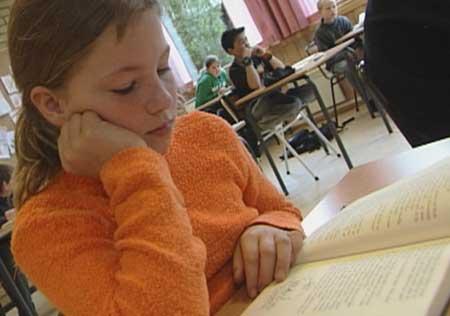 Leseglade elevar på Sande skule – foto Heidi Lise Bakke © NRK.