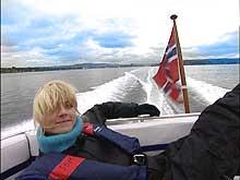 Forbrukerinspektør Kari Asheim trives i båt.