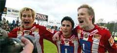 Morten Gamst Pedersen får treffe de gamle langkameratene Lars Iver Strand og Ole Martin Årst Norge skal spille landskamper i Midtøsten. (Foto: Scanpix)