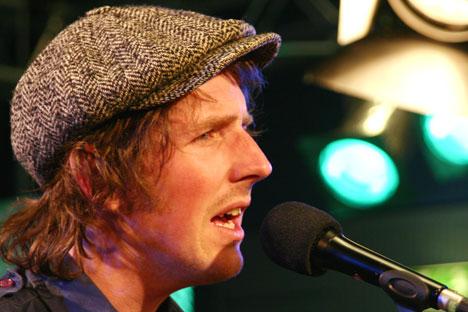 Odd Nordstoga spiller for P1 sine lyttere i Studio 19 på NRK Marienlyst. Foto: Per Ole Hagen.