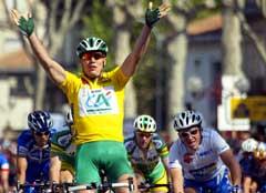 Thor Hushovd jubler i det han vinner andre etappe i Tour de Languedoc. (Foto: AFP/Scanpix)