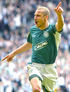 Henrik Larsson scoret to mål i sin siste kamp for Celtic. (Foto: Reuters/Scanpix)