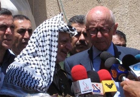 Kåre Willoch og Yasir Arafat holdt pressekonferanse etter deres møte i dag. (Foto: Ana Maria Borge Tveit/NRK)