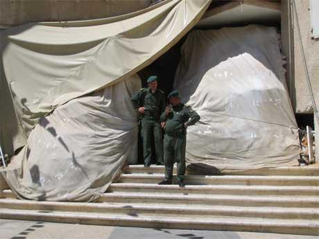 Den beskyttede inngangen til Yasir Arafats hovedkvarter i Ramallah. (Foto: Ana Maria Borge Tveit/NRK)