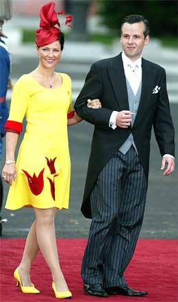 Utdrikningslag: Bo Kaspers synes kjolen var fin, og at den ville passet utmerket i et utdrikningslag. Foto: Scanpix.