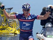 Lance Armstrong viste styrke søndag. (Foto: AFP PHOTO JOEL SAGET)