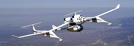 «SpaceShipOne» er rakettdrevet og henger under morskipet «White Knight». (Foto: AFP/NASA/Scaled Composites)