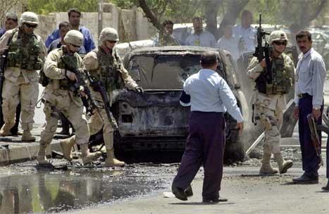 Den firehjulsdrivne bilen vart fullstendig øydelagd i angrepet. (Foto: AP/Scanpix)