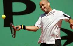 Andre Agassi under kampen mot Jerome Haehnel. (Foto: AFP/Scanpix)