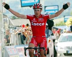 Damiano Cunego jubler i det han vinner 16. etappe. (Foto: AP/Scanpix)