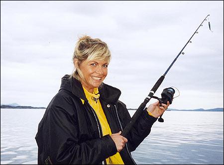 Etter uker med streik og tomme frysedisker, har flere foreldre trukket ut i Oslofjorden på jakt etter fiskepinner. (Monica Skeide Glad)