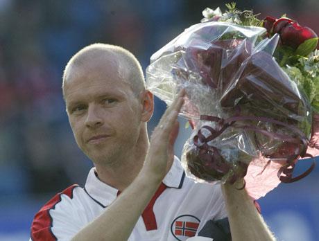 Henning Berg hadde en spesiell dag på Ullevaal stadion i sin siste landskamp. (Foto: Scanpix)