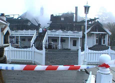 Rødtangen Bad i Hurum brant ned i februar 2002. Foto: NRK.