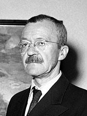 "I 1933 måtte Arnulf Øverland i retten etter foredraget om kristendommen, ""den tiende landeplage"" i Studentersamfundet i Oslo. (Foto: NTB / Scanpix)"