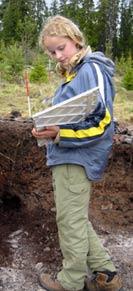 Sjetteklassinger prøver seg som arkeologer.