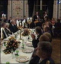 Kongen gav Kronprinsen og Mette-Marit Tjessem Høiby sin fulle støtte