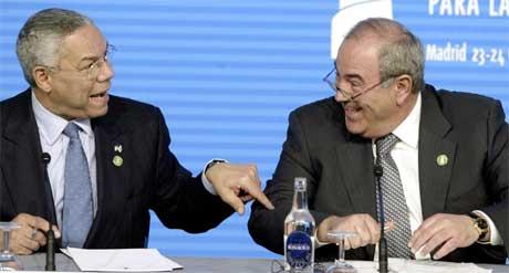 Allawi vil bli sett som USAs mann, mener observatører. Han ses her med USAs utenriksminister Colin Powell (Scanpix/Reuters)
