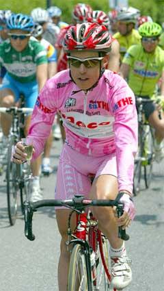 Damiano Cunego drakk champagne underveis på den 20. etappen. (Foto: Reuters/Scanpix)
