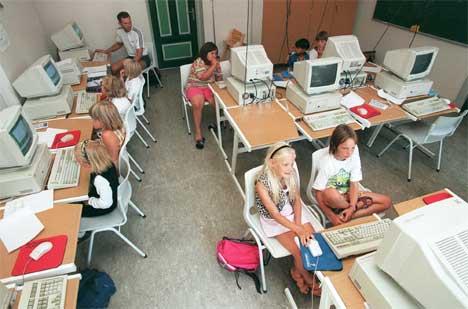 Det er veldig mange elerver pr. pc i skolene her i fylket. (Illustrasjonsfoto. NTB-foto Bjørn Halfdansen/Scanpix)