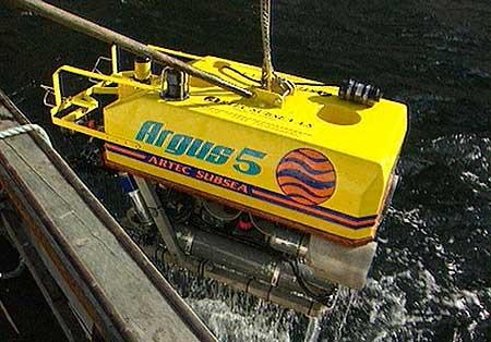 Ein ubåt frå Artec Subsea er til hjelp i vrakdykking i Lærdal. Arkivfoto Randi Indrebø © NRK
