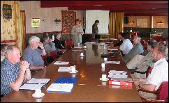 Ordførere og rådmenn i Romsdal diskuterte Pan Fish sin situasjon i møte i Midsund. Foto: Gunnar Sandvik