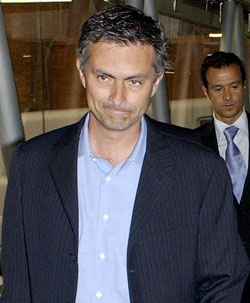 Chelseas nye trener Jose Mourinho får en tøff sesongstart.
