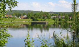 Flåten ligger midt i Sagtjernet i Elverum.