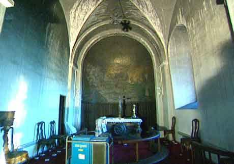 Gjerpen kirke fekk store skader etter brannen i fjor.