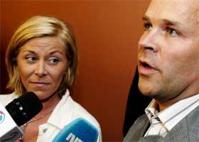 Frps finanspolitiske talskvinne Siv Jensen og regjeringspartienes forhandlingsleder Jan Tore Sanner (H). (Foto: Scanpix / Jarl Fr. Erichsen)