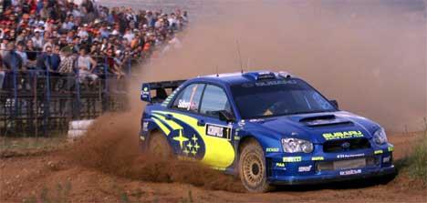 Petter Solberg i aksjon under første fartsprøve i Rally Akropolis (Foto: Scanpix/Aris Messinis)