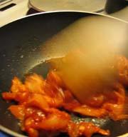 Steking av kylling. Foto: NRK.
