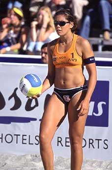 Nila Håkedal i aksjon. (Foto: www.volleyball.com)