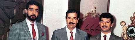 Uday og Qusay Hussein ble drept av amerikanske soldater i juli 2003. Her sammen med faren, Iraks tidligere diktator Saddam Hussein, som ble pågrepet i desember i fjor. (Arkivfoto: AFP)
