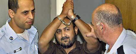 Marwan Barghouti hevder at han er uskyldig, men søndag ble han dømt til livsvarig fengsel. (Foto: AP/David Silverman)