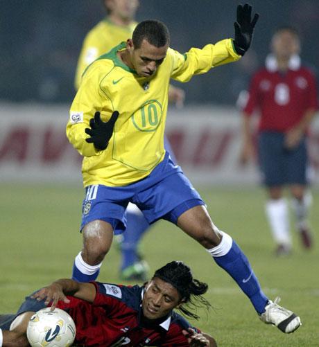 Luis Fabiano var det største lyspunktet for Brasil i kampen mot Chile (Foto: Reuters)