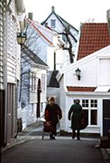 Skudeneshavn - sjarmerende  med sine hvite hus og sine smale, små og kronglete gater.