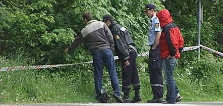 Politiet ved funnstaden i Førde. Foto Heidi Lise Bakke © NRK