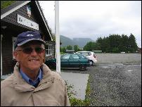 Jon Hals mener grusbanen på Batnfjordsøra er rette stedet for en storhall. Foto: Gunnar Sandvik