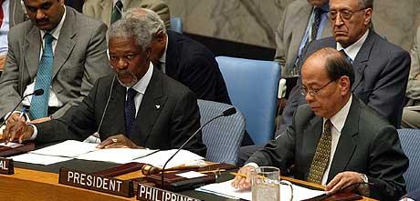 Resolusjonen er både rimelig og rettferdig, mener FNs generalsekretær Kofi Annan. Her fra avstemningen i sikkerhetsrådet tirsdag kveld. (Foto: AP/David Karp)