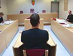 Den ene av de to tiltalte i Kabelvågsaken. Foto: NRK