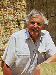 David Attenborough og andre protesterer mot hvalfangsten. (Foto: Mark Payne-Gill / SCANPIX)