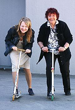 """Brita Blomquist og Ragnhild Lund vil være """"I farta"""" på onsdagskveldene i sommer. (Foto: Jon-Annar Fordal)"""
