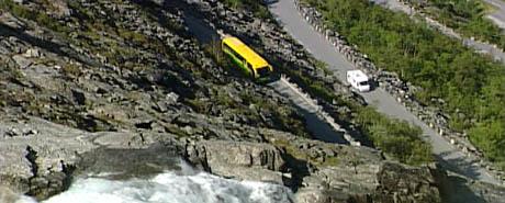 Trollstigen kan vere open to månader lenger per sesong, meiner ordførarane i Stranda og Norddal. (Foto: NRK)