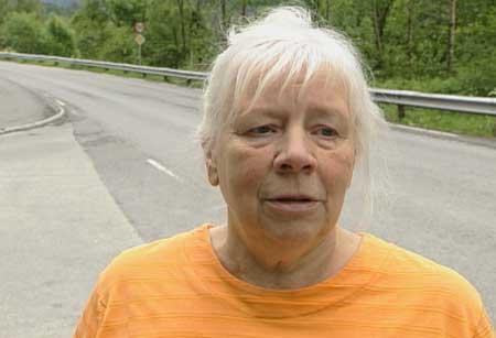 Ruth Hammar observerte ein ukjent mann med merkeleg oppførsel like ved drapsstaden. Foto Torje Bjellaas NRK.
