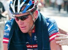 Lance Armstrong ble tatt inn til dopingtest etter lørdagens etappe i sykkelrittet Dauphine Libere. (Foto: AP/Scanpix)