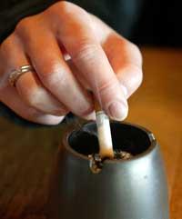 Røykeforbudet fører til oppsigelser ved Cafe Zebra i Steinkjer. (Foto: Gorm Kallestad/SCANPIX)