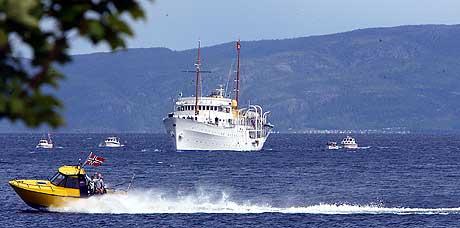 Her ankommer Kongen og Dronningen i kongeskipet Leksvik tirsdag. Foto: Gorm Kallestad / SCANPIX