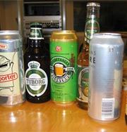 Ølbokser fra Tyskland blir pålagt panteavgift i Sverige fra nyttår. Ill. foto.