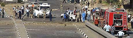 NOK EN BILBOMBE I BAGDAD: Mange ble drept da bomben eksploderte i morgentimene torsdag. (Foto: AFP/Cris Bouroncle)